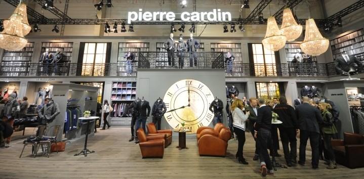 stand Pierre Cardin feria berlin lamparas de cristal