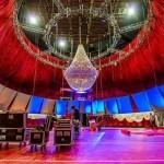 lampara de cristal en teatro
