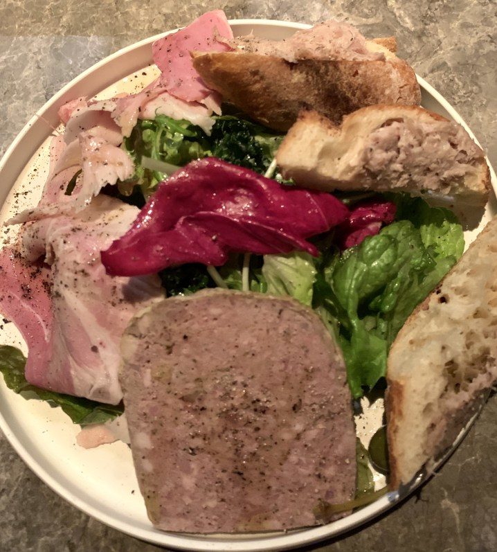 渋谷の道玄坂にあるヘイメルミヤマスの肉のオードブル