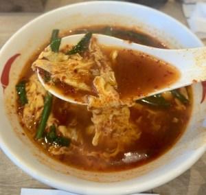 渋谷の辛麺屋一輪の辛麺のスープ