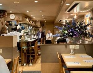 渋谷の宮益坂「おまかせ亭」の内観