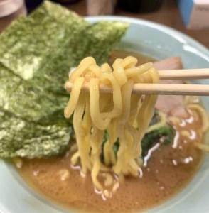 「横浜家系 侍」の家系ラーメンの麺