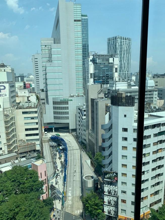 渋谷の道玄坂にある「権八」があるビルのエレベーターからの景色