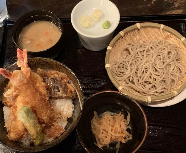渋谷の道玄坂にある「権八」の天丼の蕎麦つき2
