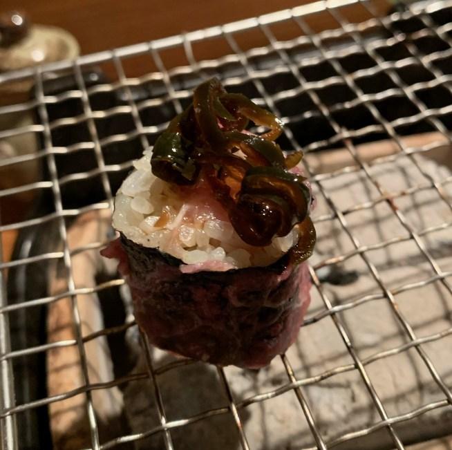 恵比寿にある寿司居酒屋「あげまき」の肉巻きねぎとろ巻き5