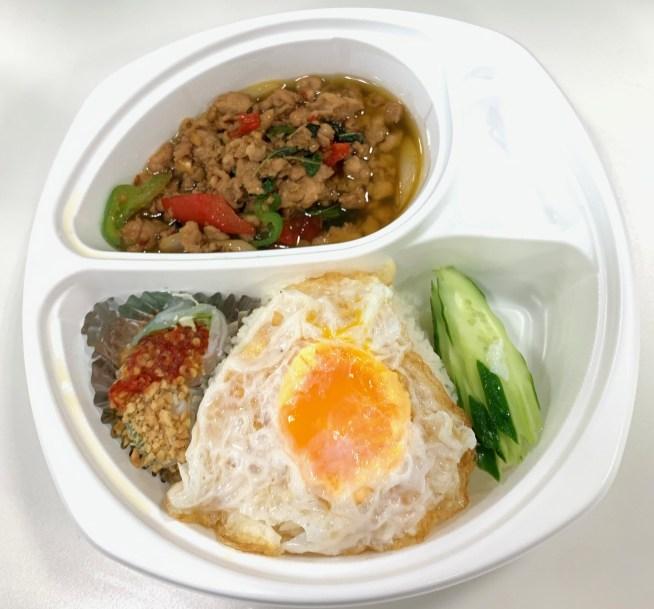 渋谷「タイ料理研究所」のガパオライス1