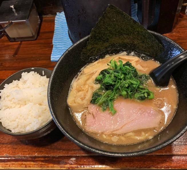 「麺屋 大和田」のラーメンとライス