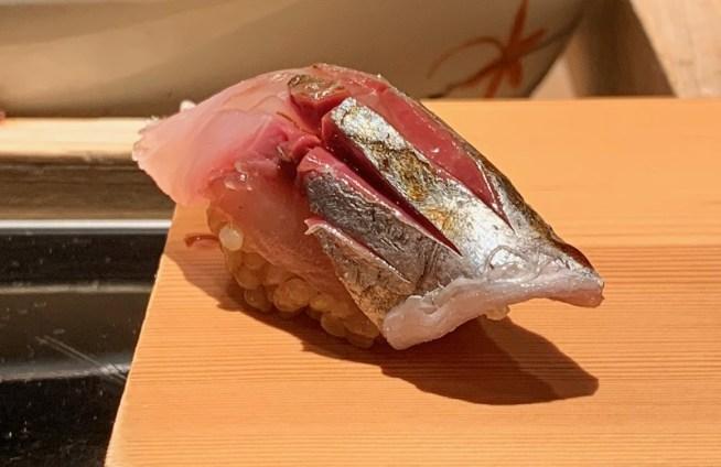 富山「鮨人 (すしじん)」鯵の握り