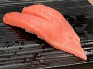 渋谷マークシティ「梅丘寿司の美登利総本店」中トロの握り