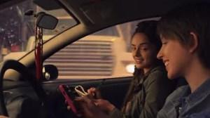 Comercial alerta para o risco de enviar mensagens ao dirigir 9