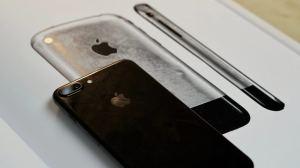 "Livro ""Designed by Apple in California"" está disponível no Brasil"