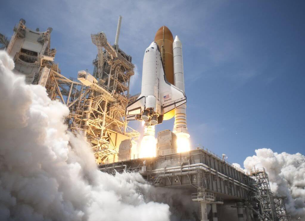 Space Shuttle Atlantis launches from KSC on STS 132 side view - Especial: a NASA, quem diria, agora depende dos russos