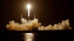 Cápsula Dragon da SpaceX atraca na ISS 10