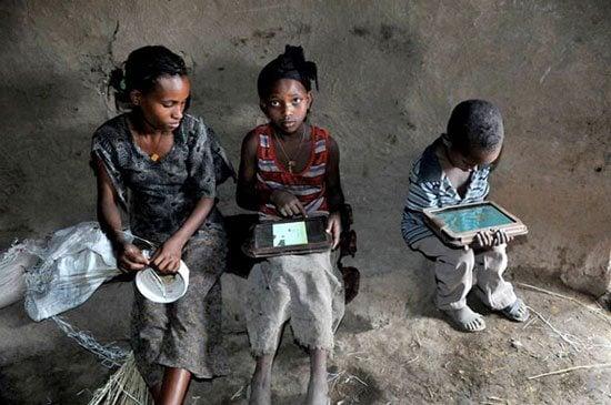 ethiopia tablet kids - O que acontece quando a OLPC entrega 1000 tablets para uma aldeia na Etiópia
