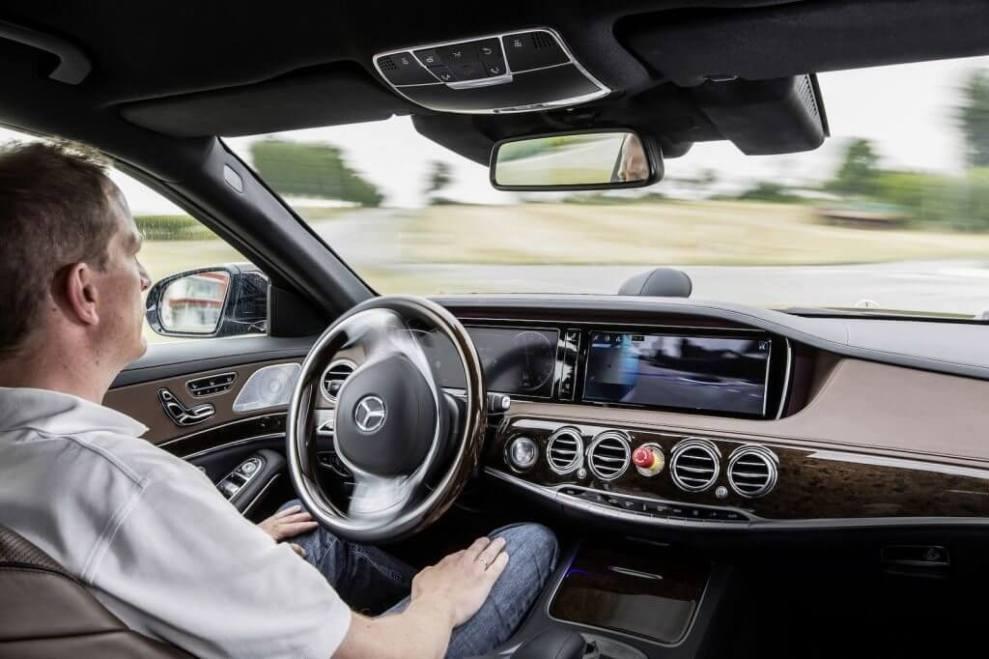 Mercedes Benz S500 Intelligent Drive 4 - Você se sentiria seguro em um veículo sem motorista?