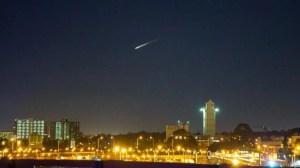 Lixo espacial é confundido com meteoro 5
