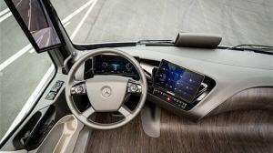 Mercedes mostra caminhão com tecnologia que permite dirigir sozinho 5