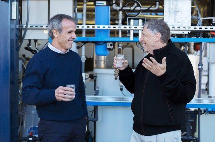billgates - Midas da tecnologia financia máquina que transforma fezes em água