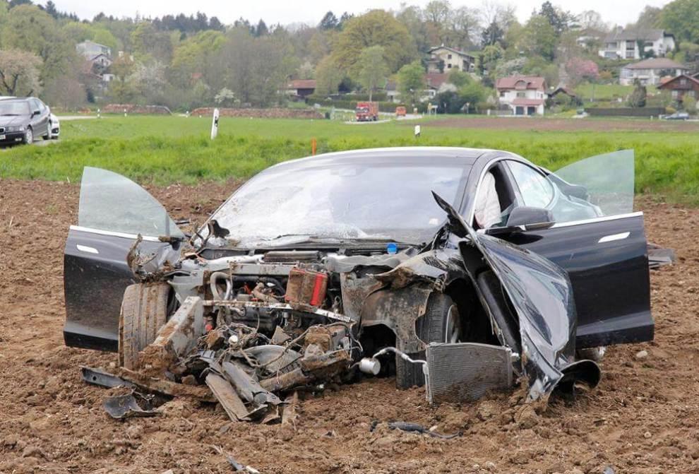 smt teslamodels capa - 5 pessoas sobrevivem após incrível acidente com um Tesla Model S
