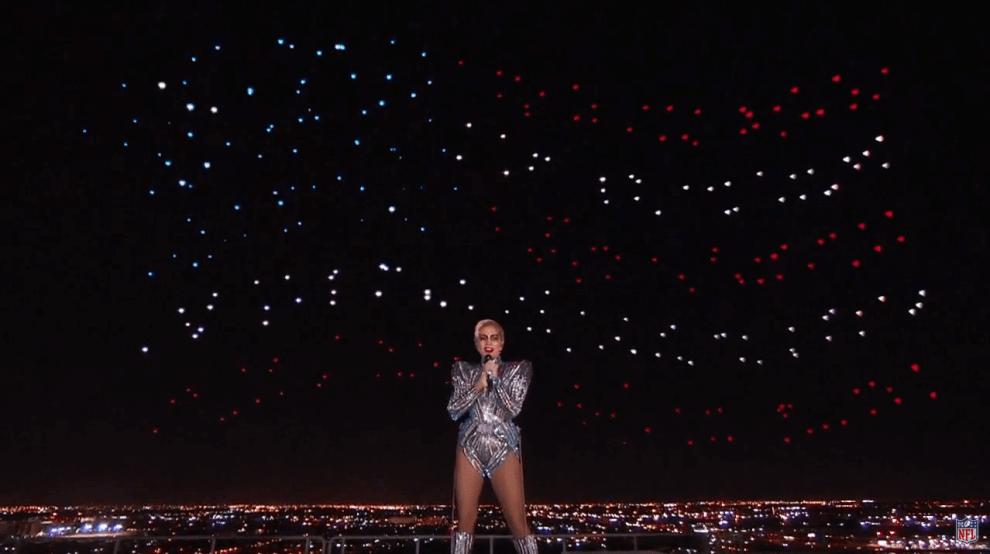 Capturar - Lady Gaga utilizou 300 drones para desenhar no céu do Super Bowl
