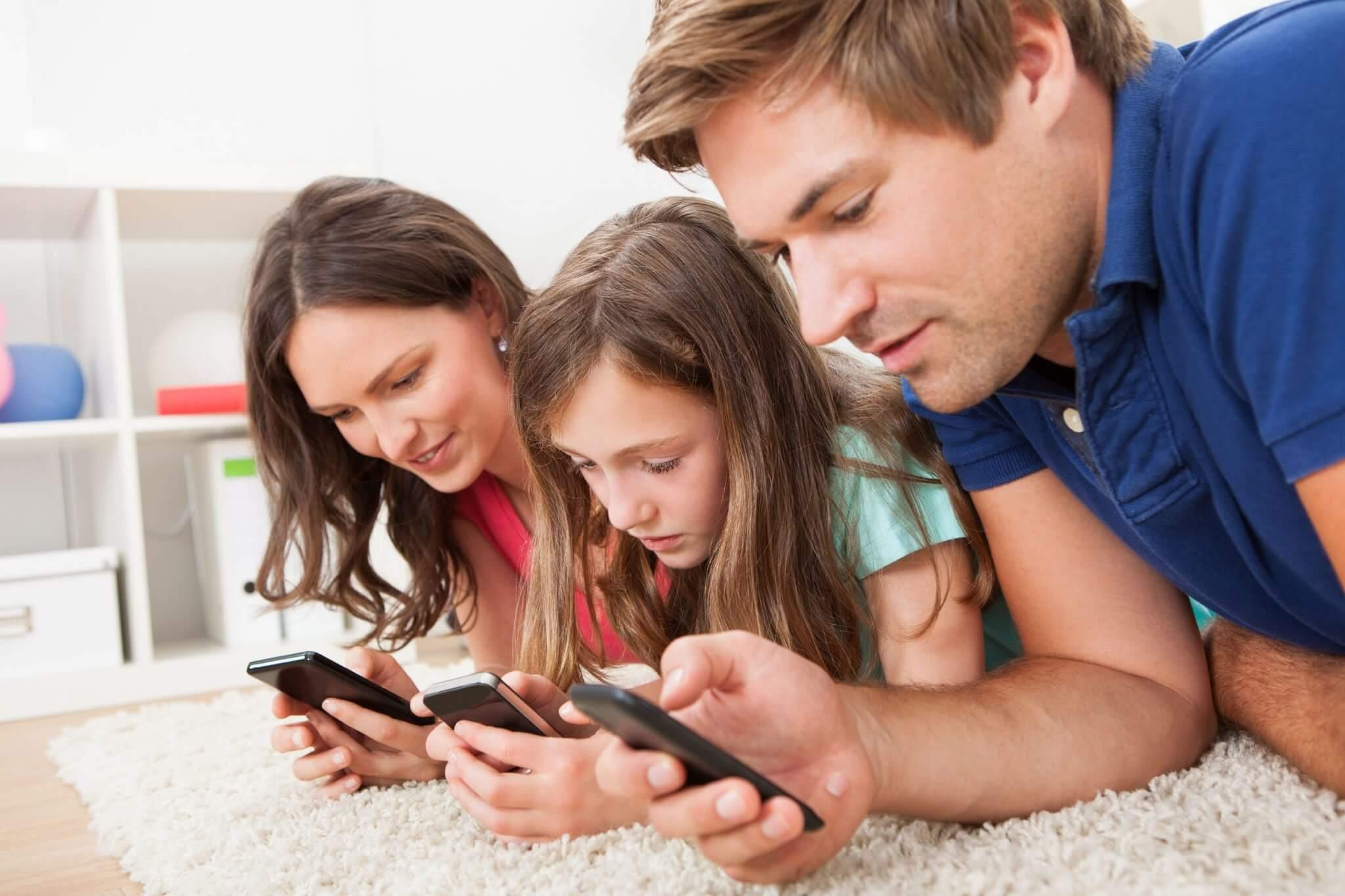 familia smartphone - Hora da Família: Apps para educar os filhos