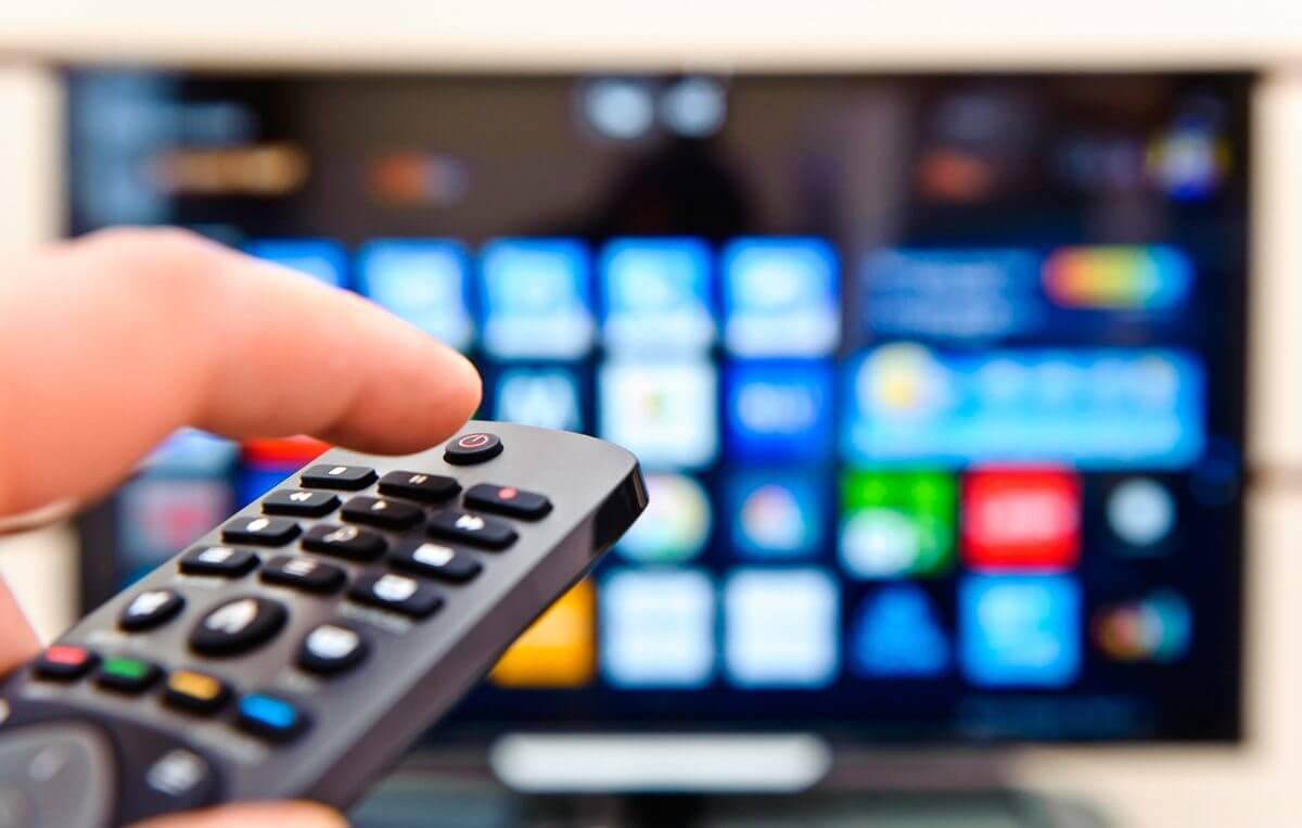Comprar TV Smart SMT - Fim do sinal analógico aumenta procura por Smart TVs; confira as mais buscadas