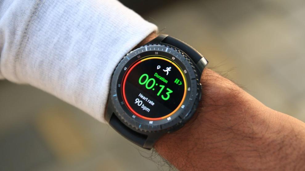 Samsung desenvolve app que controla alarmes e luzes do carro por smartwatch