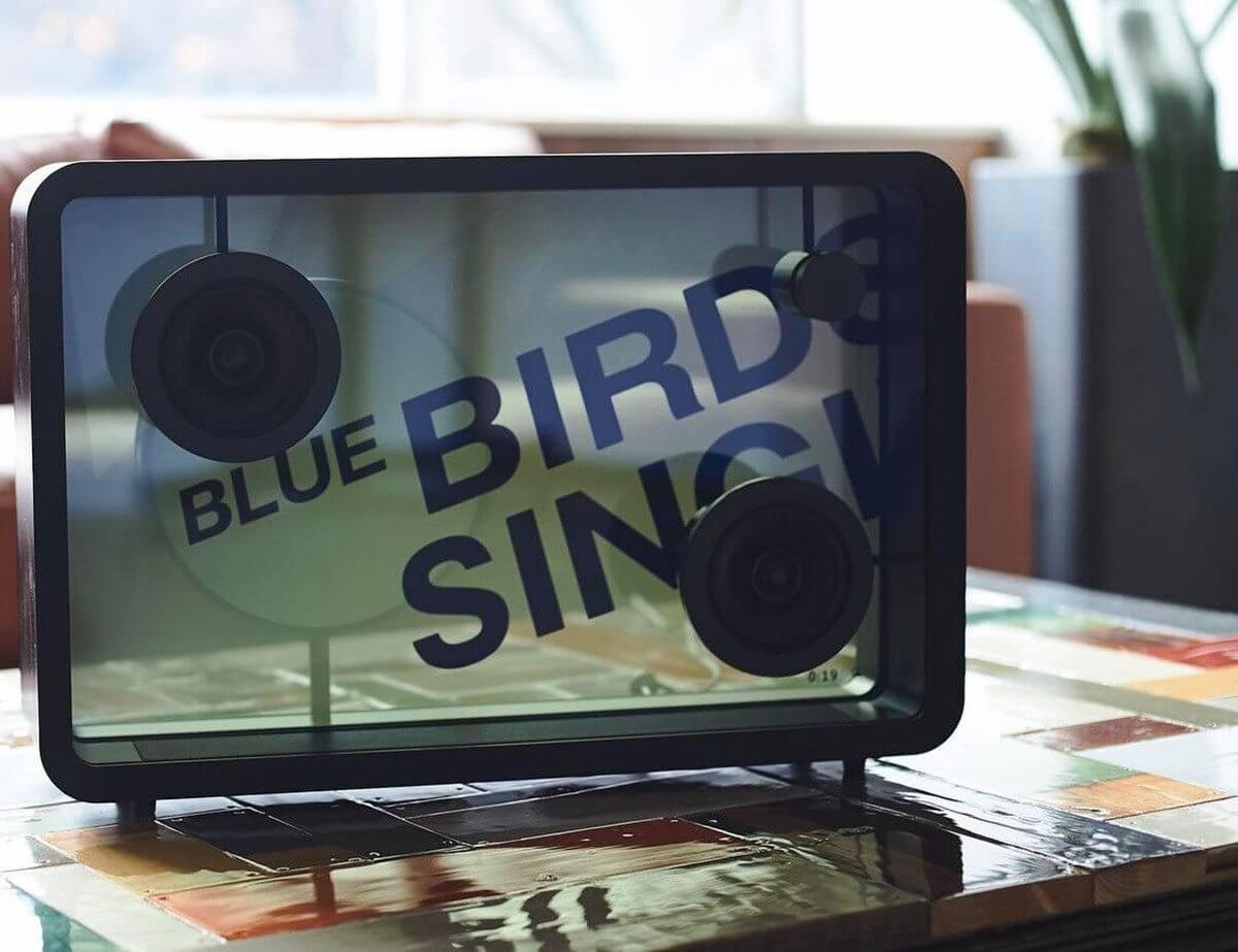 3COTODAMA speaker  - Cotodama Lyric Speaker é uma caixa de som com tela translúcida para letras