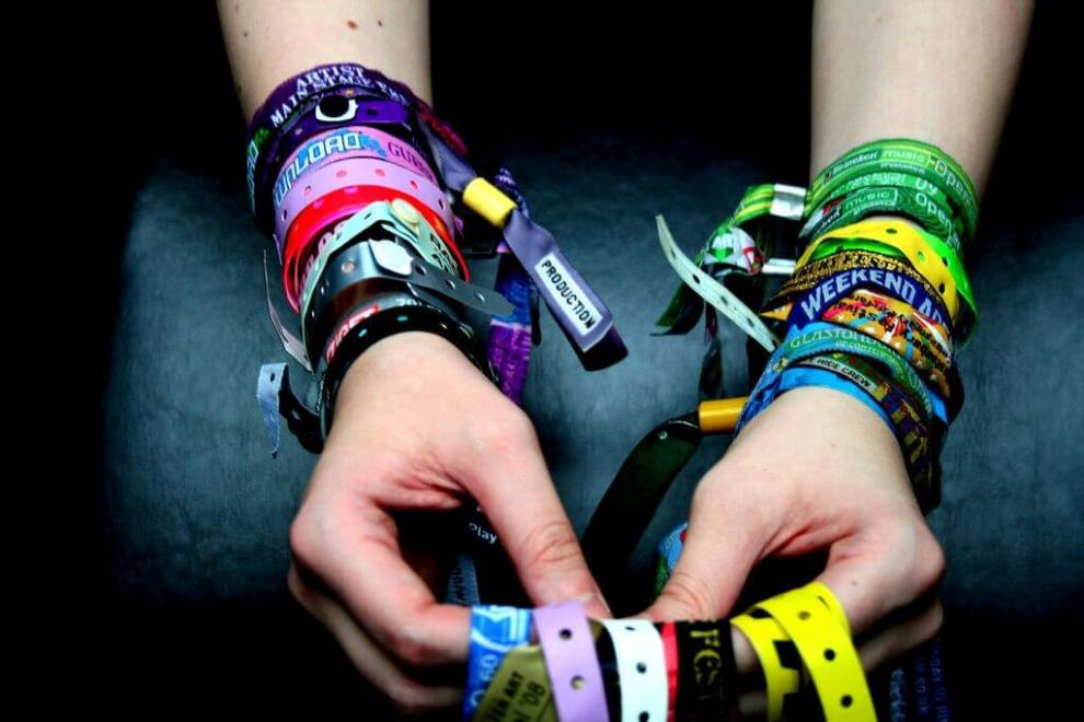 Você sabia que a pulseira usada nos festivais vem da Segunda Guerra Mundial? 3