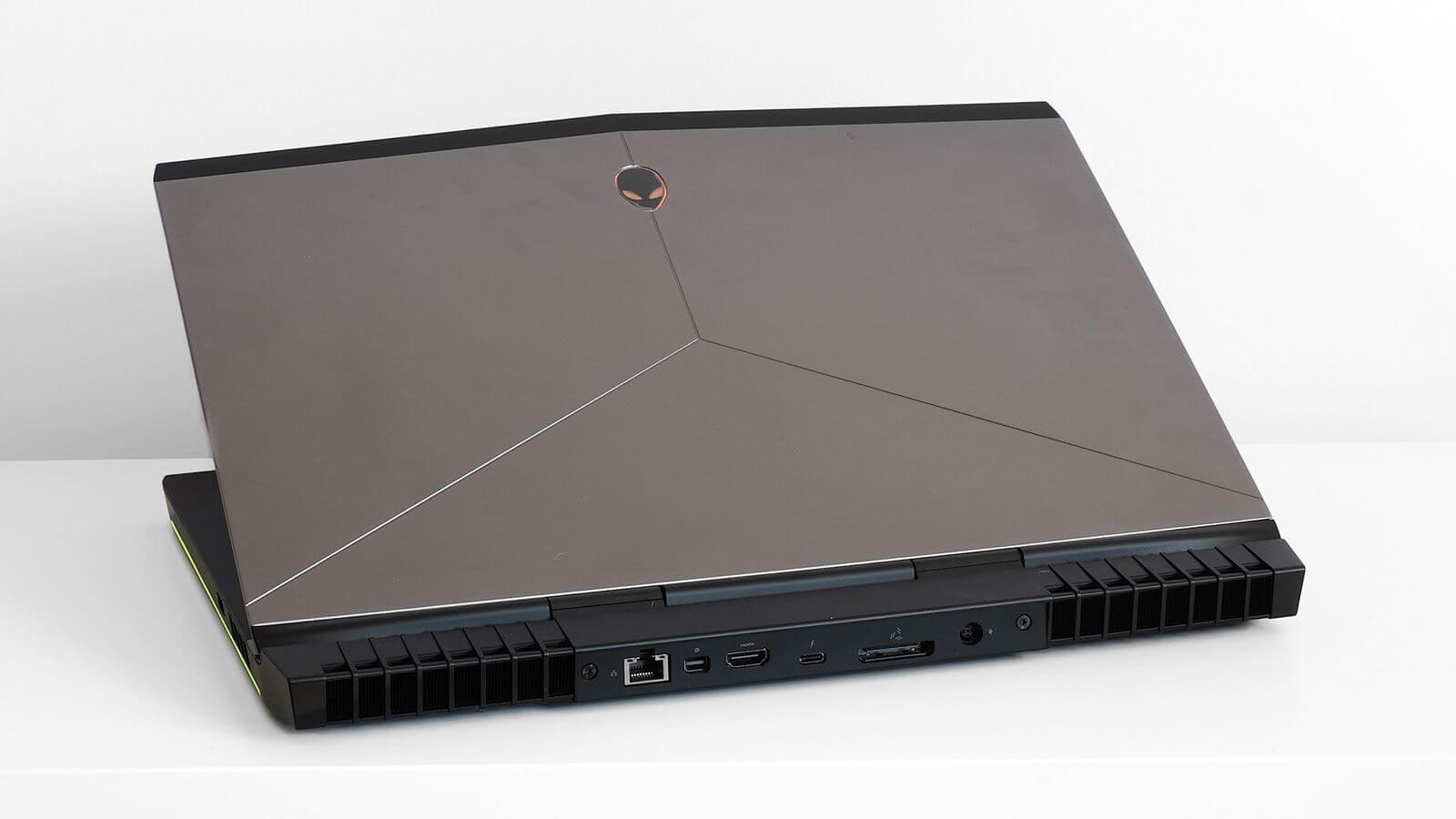 Alienware 15 R3 02 - Review: Alienware 15 R3, o notebook gamer dos sonhos