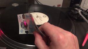 capa 2 1 - Dá para tocar um disco de vinil usando notas de dinheiro?