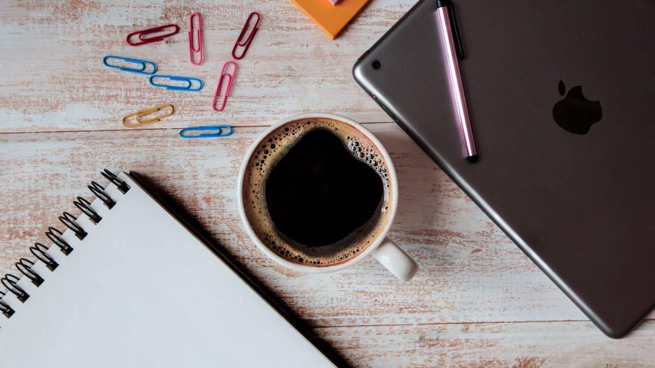 tablet coffee 4460x4460 - Conheça Burst, o banco de imagens gratuitas da Shopify que é totalmente localizado em português