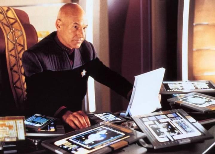 picard padds 720x514 - Passado: como séries e filmes antigos imaginavam o smartphone