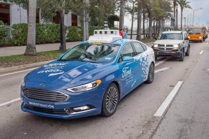 Sistema de luzes em carros autônomos podem ajudar na segurança de pedrestres