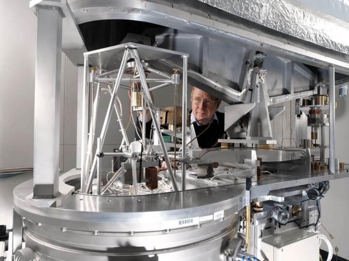 Na balança de watt, uma força magnética faz o papel dos contrapesos das balanças antigas