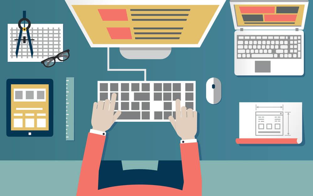 Pessoa organizando um site, um dos princípios para saber como criar um site