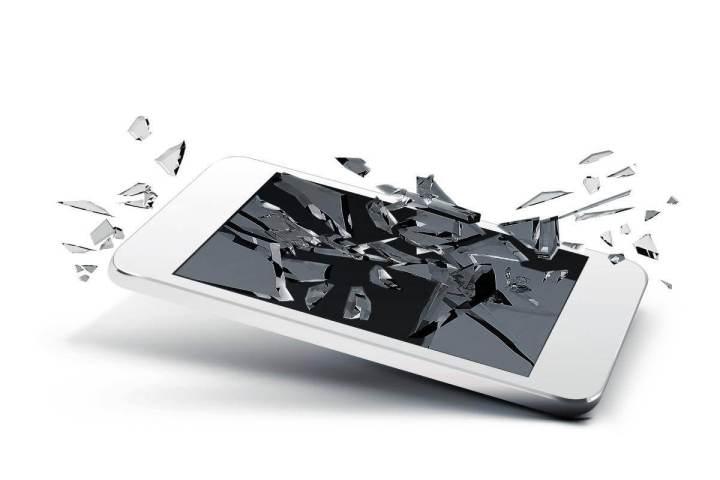 O acidente mais comum que resulta em tela quebrada é derrubar o smartphone no chão