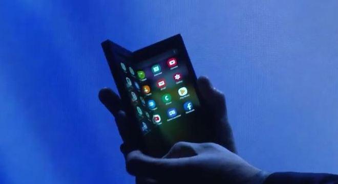 Protótipo de celular dobrável da Samsung