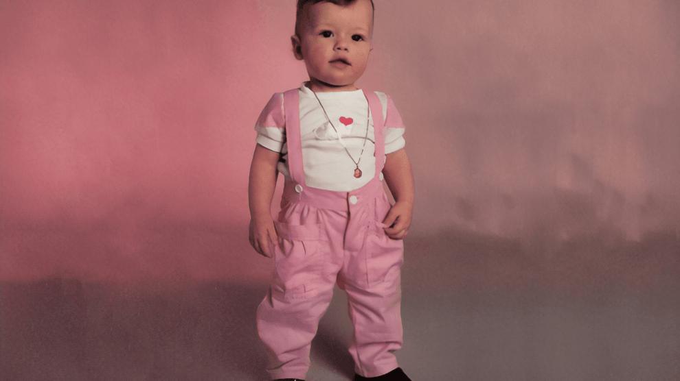 Explica para a Ministra Damares: quando meninas começaram a usar rosa? Meninos vestem azum, meninas vestem rosa.