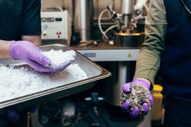 A tecnologia permite transformar o plástico em matéria prima