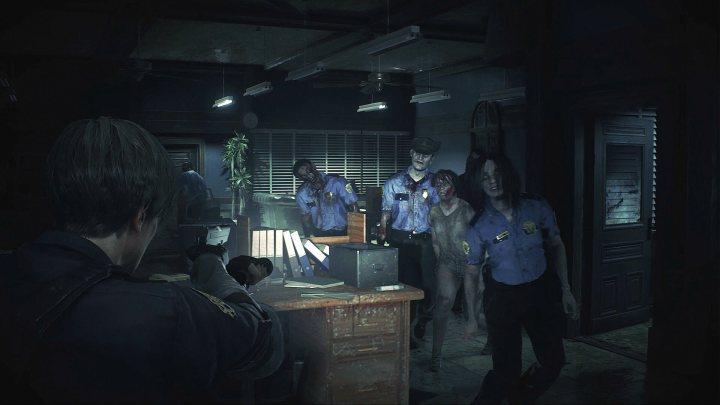 Corredores estreitos e cheios de zumbis farão você pensar duas vezes antes de se deslocar de um objetivo ao outro em Resident Evil 2.