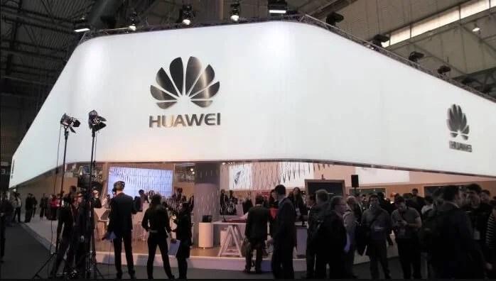 Smartphone dobrável Huawei 5G chega este mês