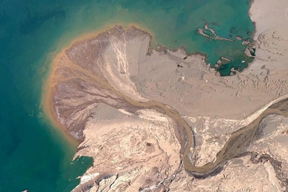 Álbum com imagens fascinantes do Google Earth se torna sensação viral na internet 4