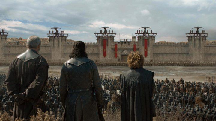 Jon e Tyion de frente para a Fortaleza Vermelha, onde está Cersei Lannister.