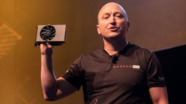 AMD RX5000 na mão do apresentador