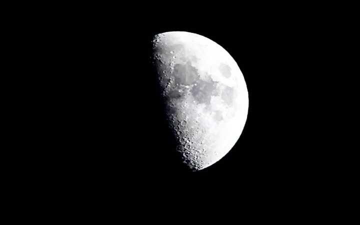Fazer viagens espaciais para a Lua é cientificamente irrelevante e teria custo elevado. (Imagem: travelandleisure.com )