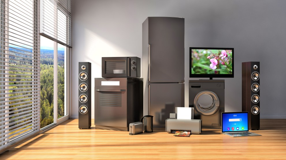 Home appliances. Gas cooker, tv cinema, refrigerator, microwave, laptop and washing machine. 3d illustration (Imagem: Deposit Photos)