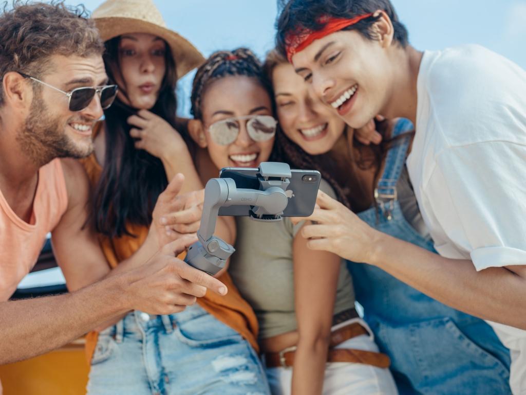 Selfie em grupo pode ser mais aproveitada com o Osmo Mobile 3