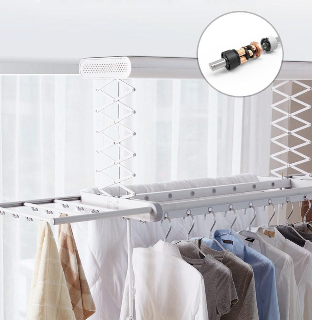 É possível estender e secar simultaneamente 30 roupas de inverno e 50 roupas de verão