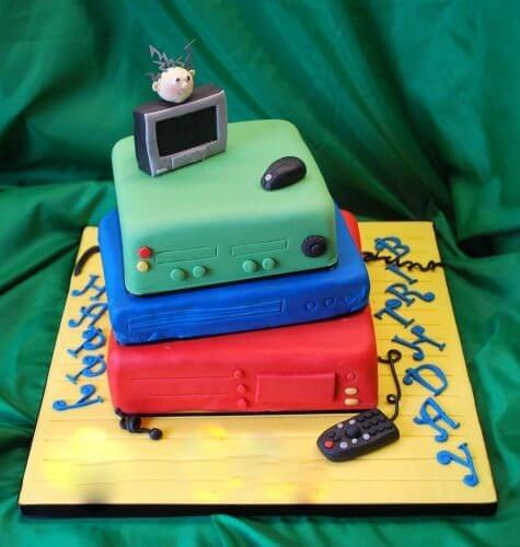 computer birthday cake - 5 de Fevereiro - O Showmetech completa 1 ano!